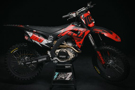 crf_creed_red_promo
