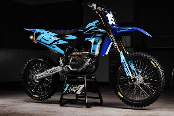 yzf5_raceready_blue_promo